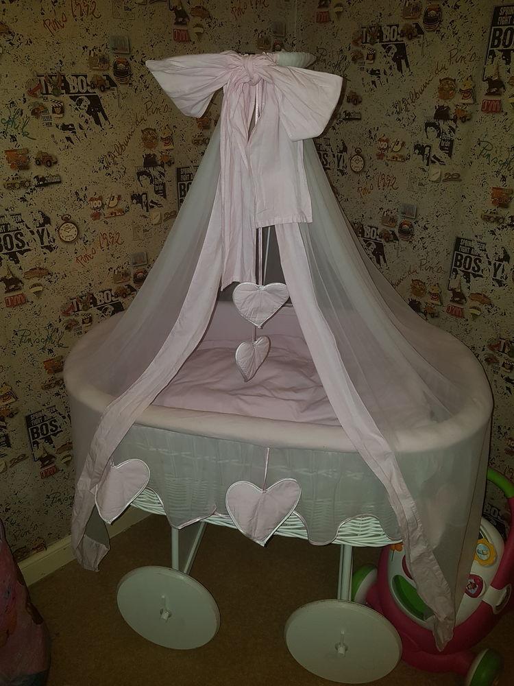 berceaux occasion annonces achat et vente de berceaux paruvendu mondebarras. Black Bedroom Furniture Sets. Home Design Ideas
