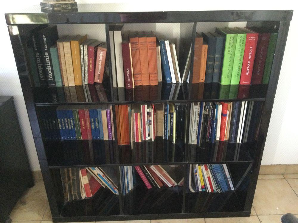Bibliothèque basse laquée noir .  20 Marly-le-Roi (78)