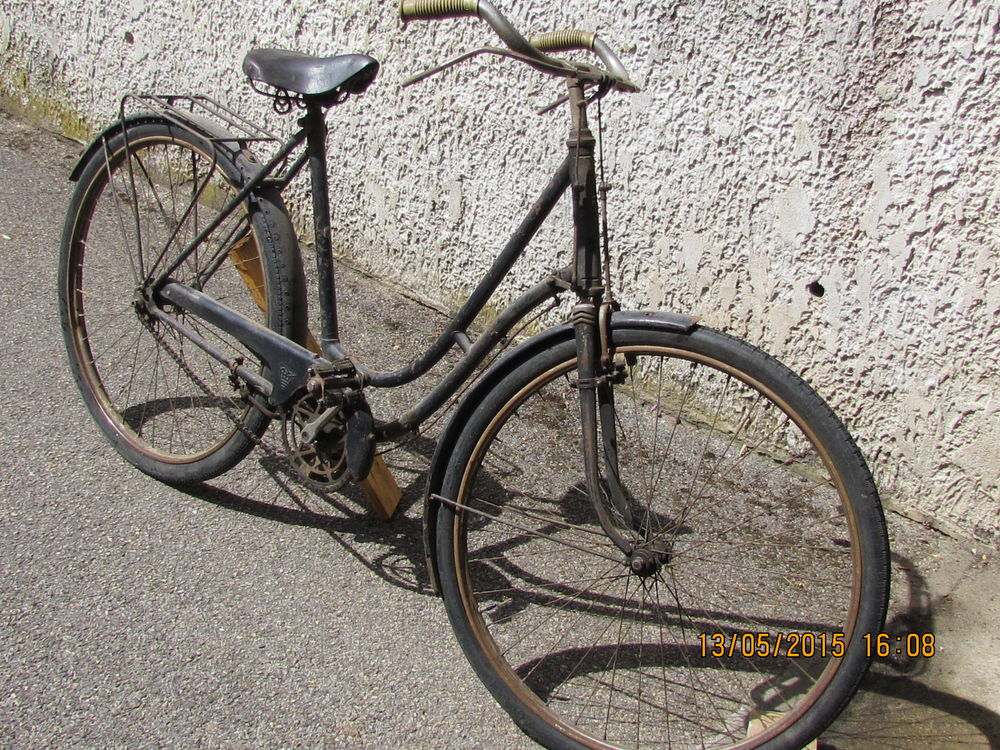 Bicyclette ancienne roues de 650 B 0 Tignieu-Jameyzieu (38)