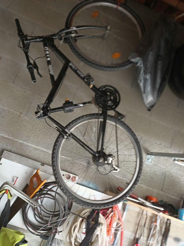 Bicyclette presque pas servie ,manque la selle 0 Saint-Estève (66)