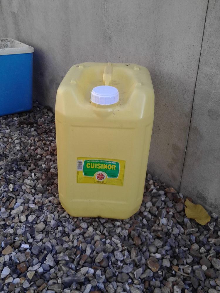 Bidon plastique jaune contenance 20 l env 2 Sartrouville (78)