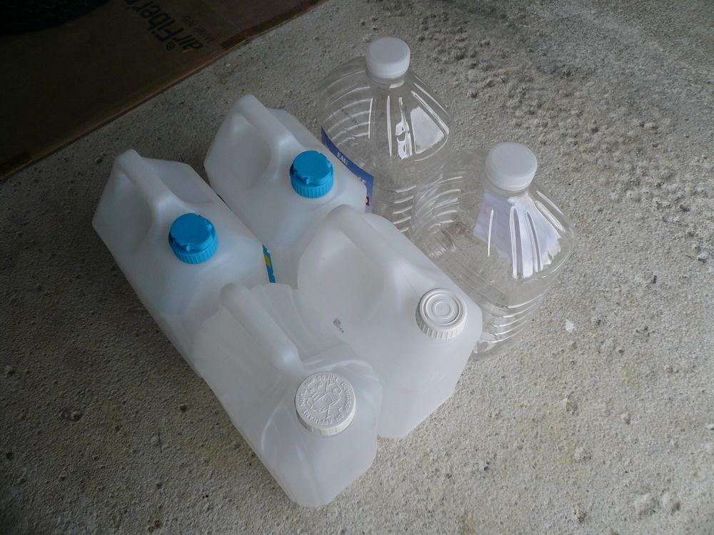 Bidons 5 litres 2 Boisset-et-Gaujac (30)