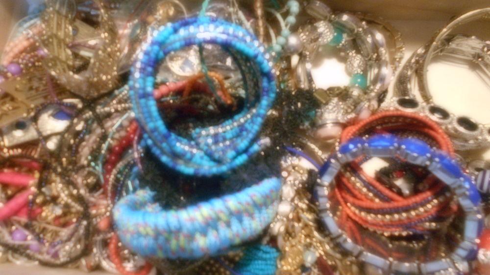 lot de bijoux fantaisie 15 Vernon (27)