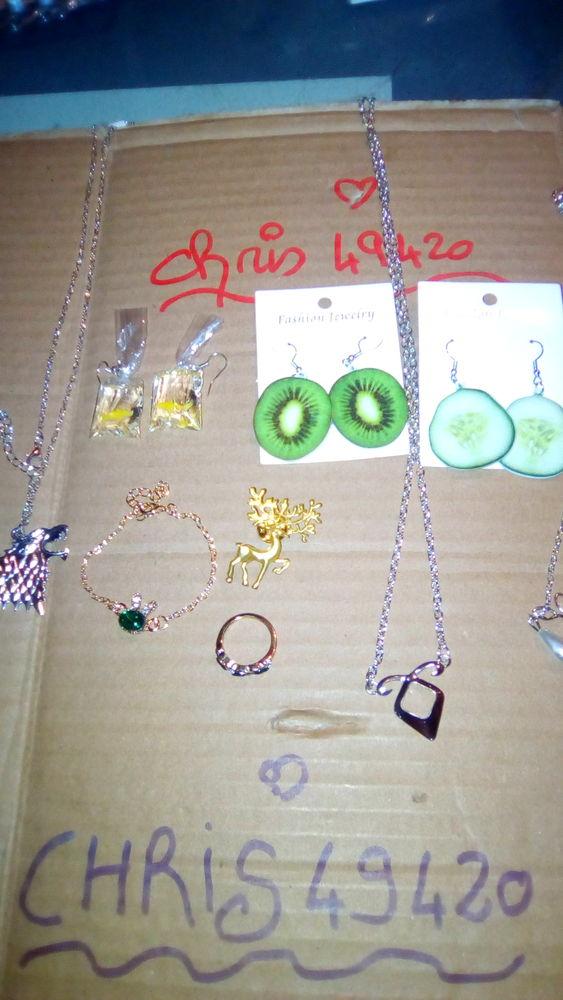 lot de 9 Bijoux tous les bijoux sont neuf 15 Pouancé (49)