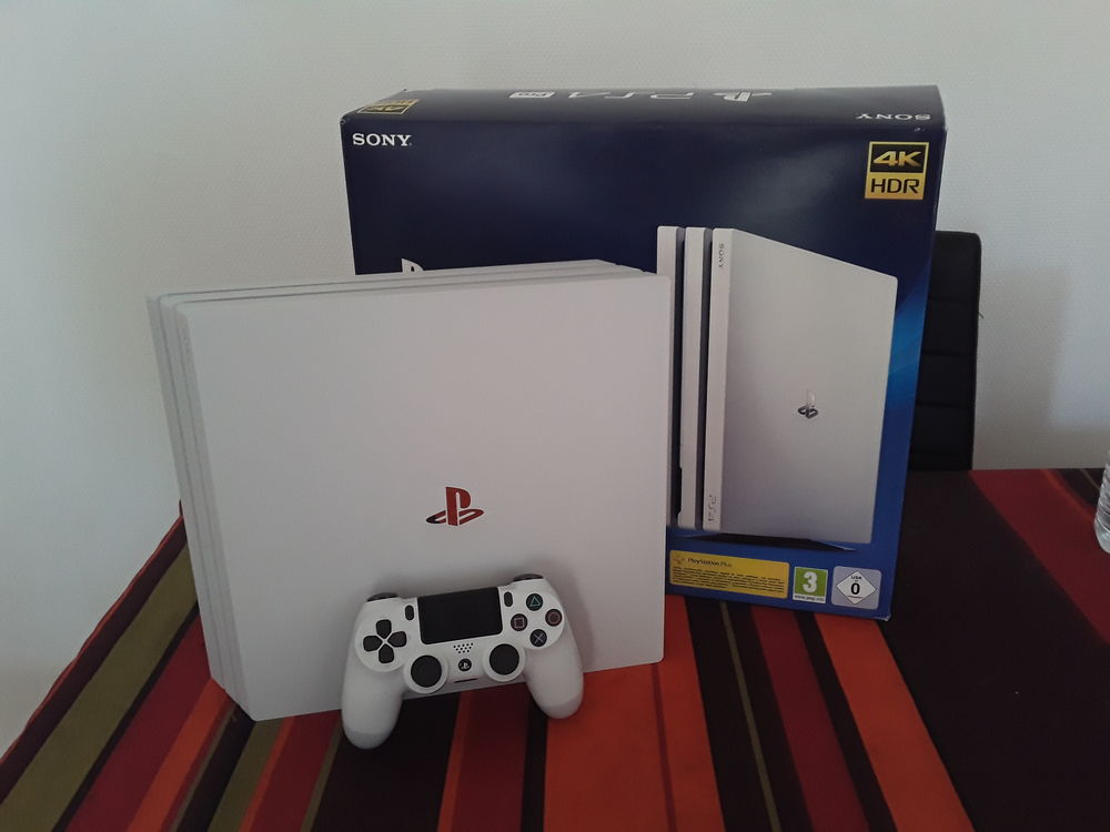 ps4+pro+blanche+1To. 300 Montreuil (93)