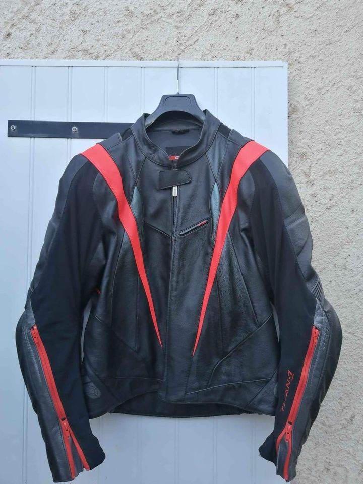 Blouson moto homme cuir véritable. Très bon état. Taille 52  60 Brive-la-Gaillarde (19)