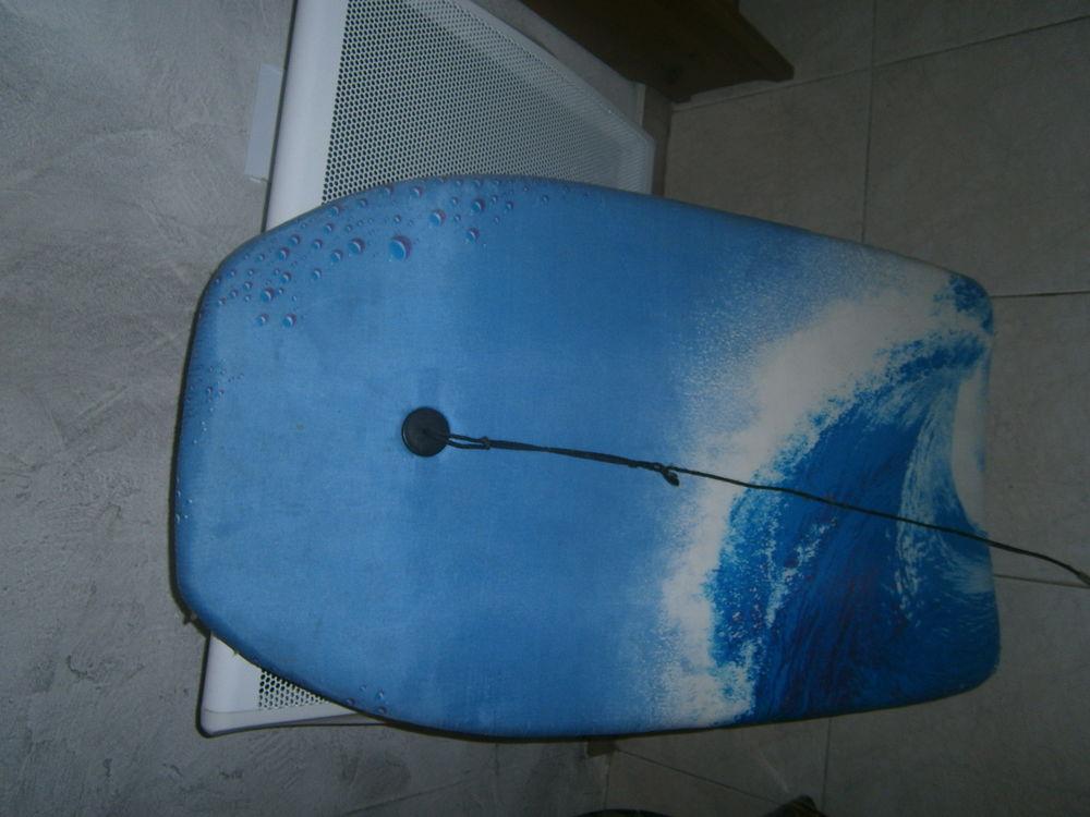 body board  1 Hello Kitty  1 bleu 5 Salaise-sur-Sanne (38)