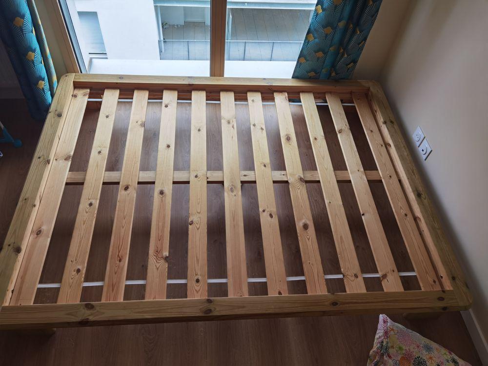 lit en bois avec tiroirs et sommier; à repeindre. 20 Villeurbanne (69)