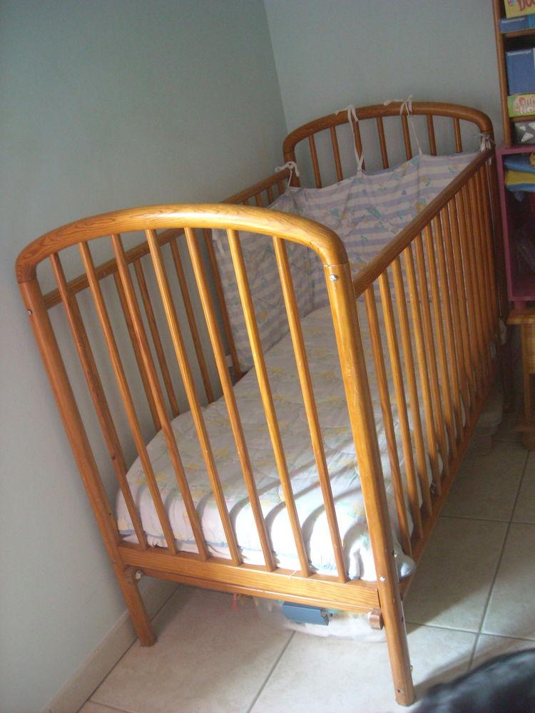 LIT en bois  pour bébé à 3 ANS en très bon état 40 Bazas (33)