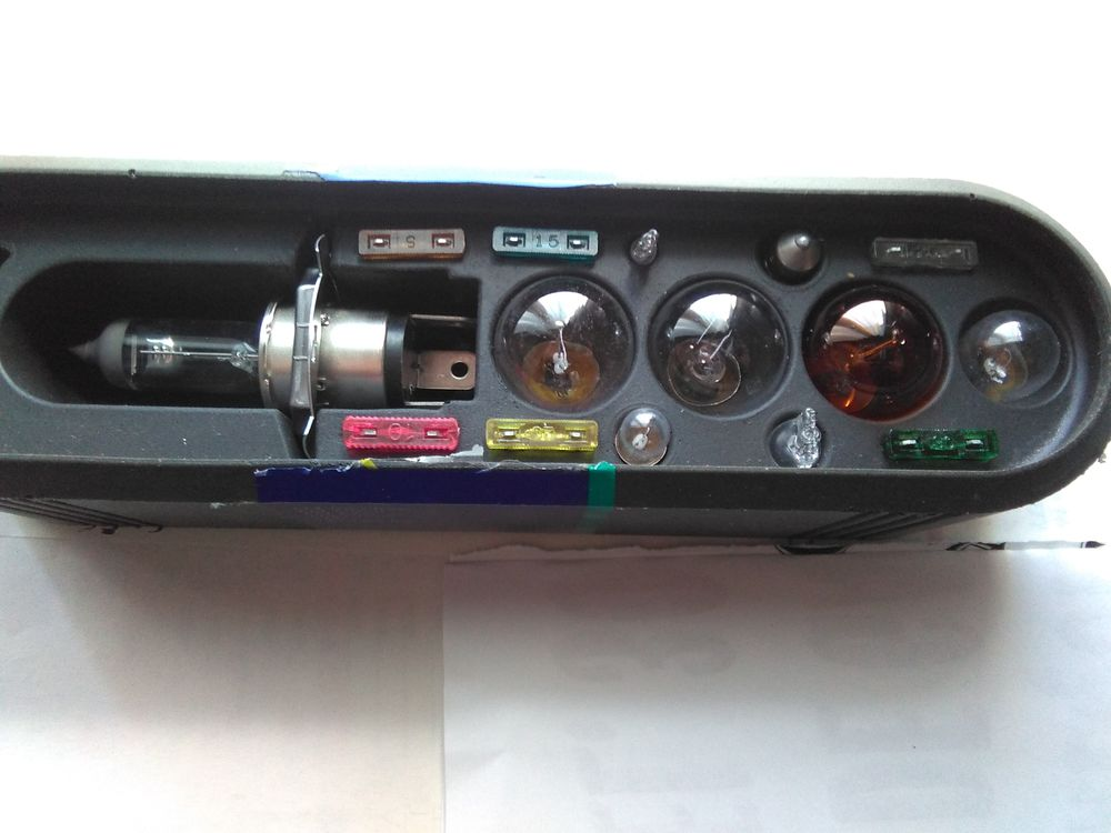 Boite d'ampoules diverses. 5 Servian (34)