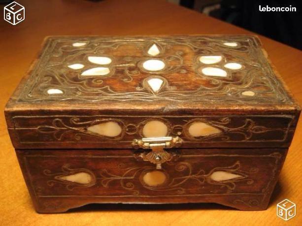 Boite à bijoux en bois et incrustations de nacre  40 Nyons (26)