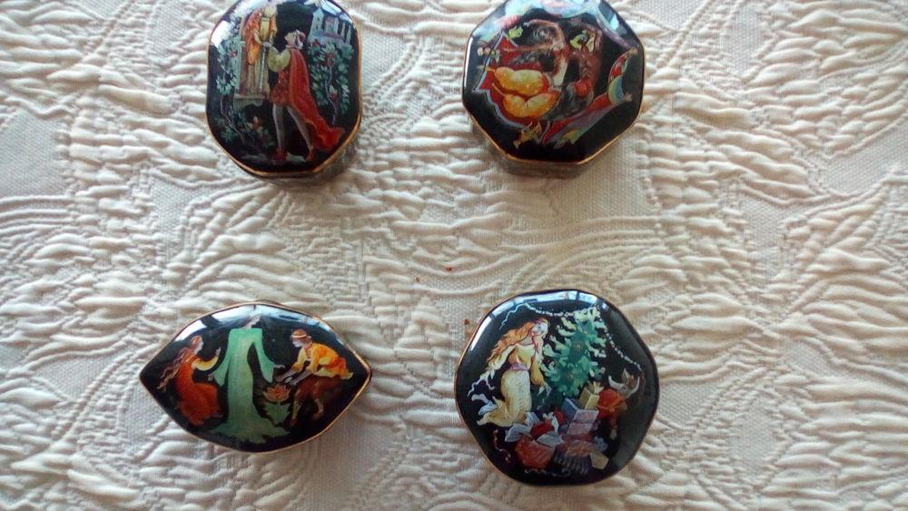 boîtes à musique en porcelaine décorée 120 La Rochelle (17)