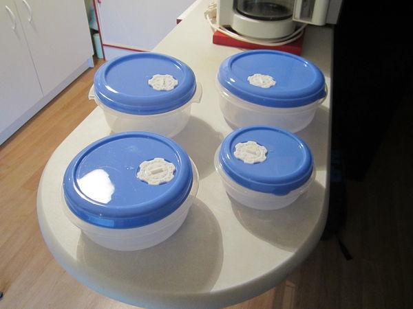 Boites plastiques avec dateurs  10 Châteaubourg (35)