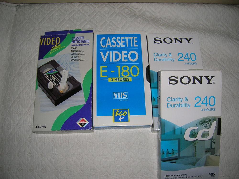 28 boitiers dvd+25 boitiers cassettes+3 cassettes 27 Reims (51)