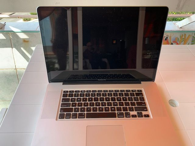 Mac BookPro 17 pouces. Clavier QWERTY. 370 Antibes (06)