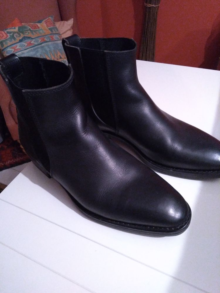 Boots Camarguaises 100 Courbevoie (92)