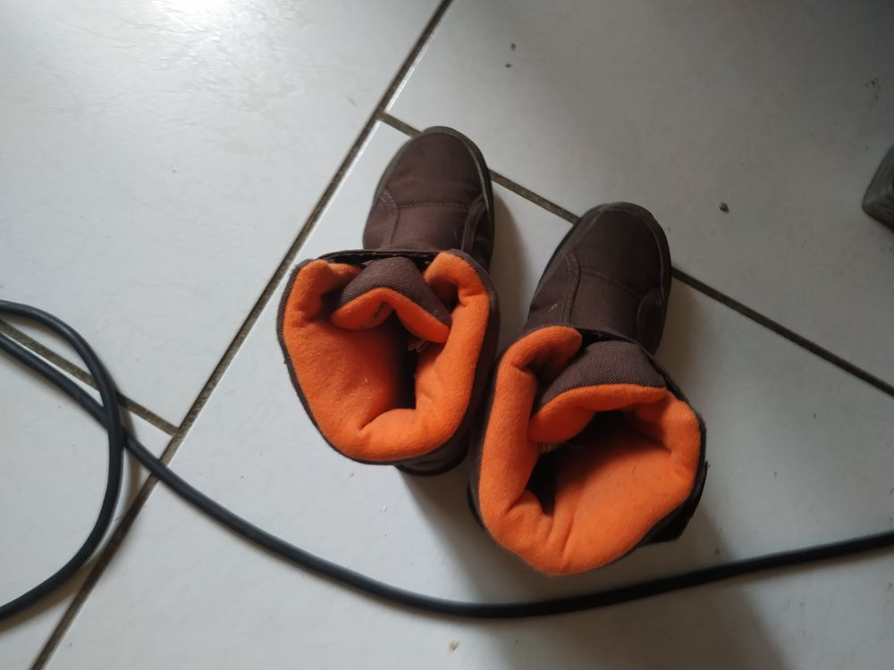 15€botte taille 29 de couleur marron et orange 15 Accolay (89)