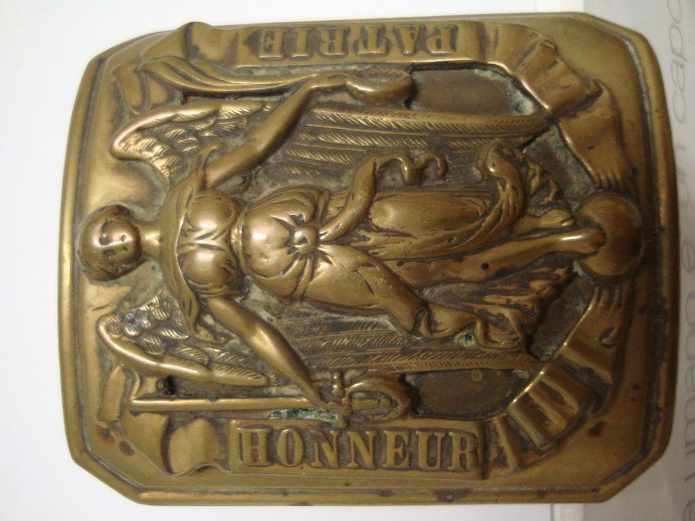 Boucle de ceinturon objet ancien militaire militaria .  35 Is-sur-Tille (21)