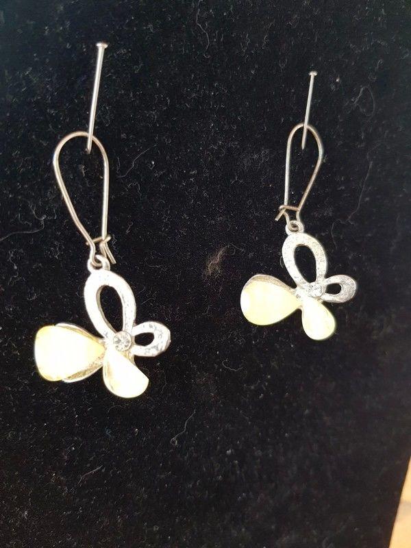 Boucles d'oreilles argentées fleurs pierres jaunes pâles sur 2 Viriat (01)
