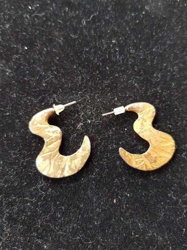 Boucles d'oreilles dorées très bon etat 21mm 2 e 2 Viriat (01)