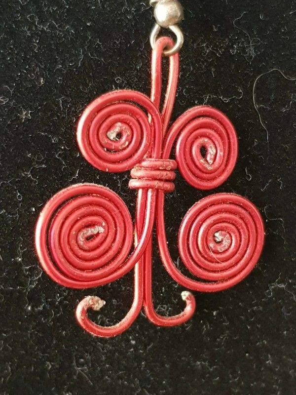 Boucles d'oreilles papillons rouge 4 cm neuve 2 e 2 Viriat (01)