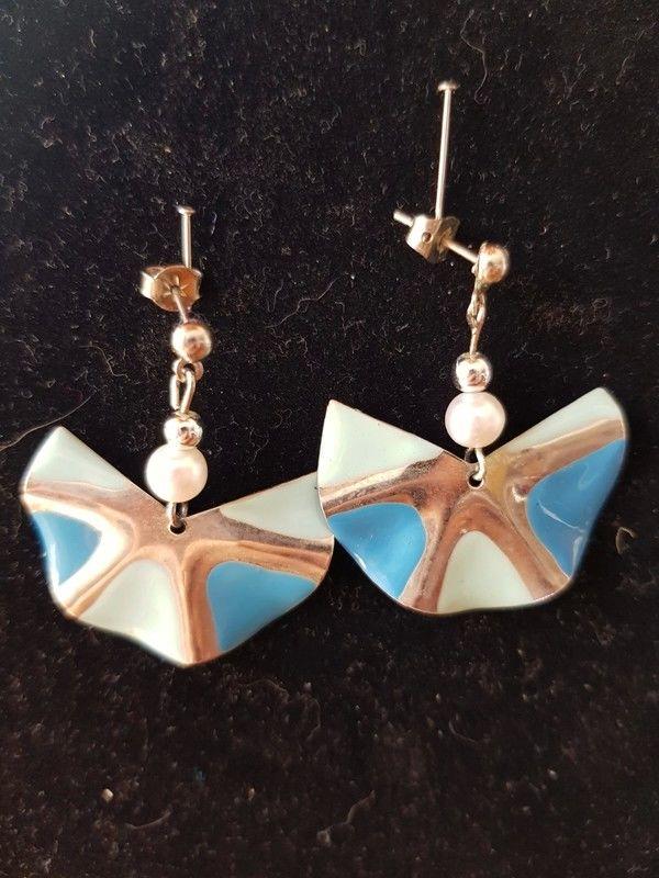 Boucles d'oreilles pendantes argentées et bleues neuves 3,5  3 Viriat (01)