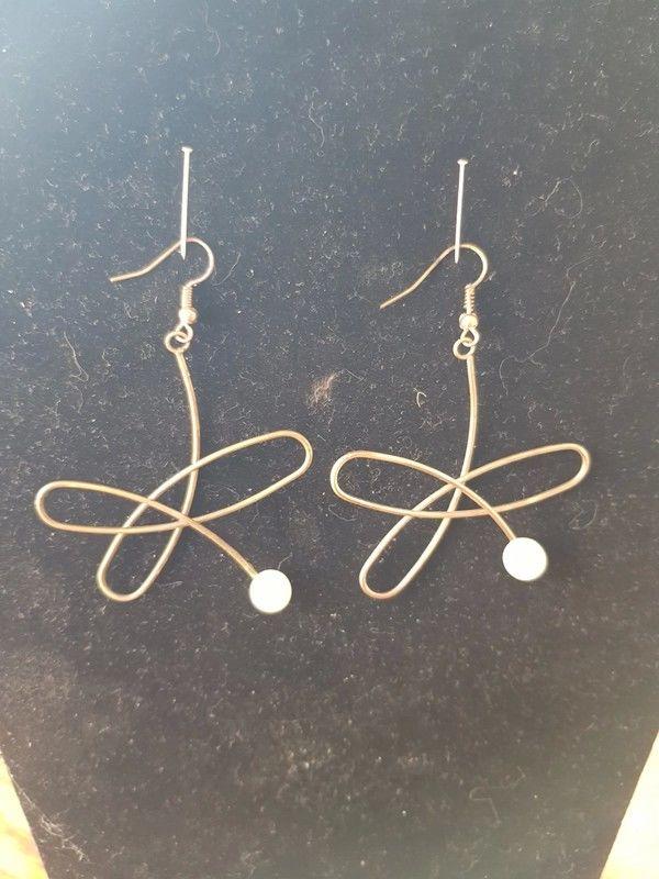 Boucles d'oreilles pendantes dorées et perle très bon etat 6 2 Viriat (01)