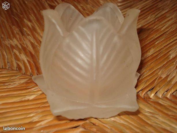 Bougeoir en verre opaque  forme fleur  pas un éclat 0 Mérignies (59)