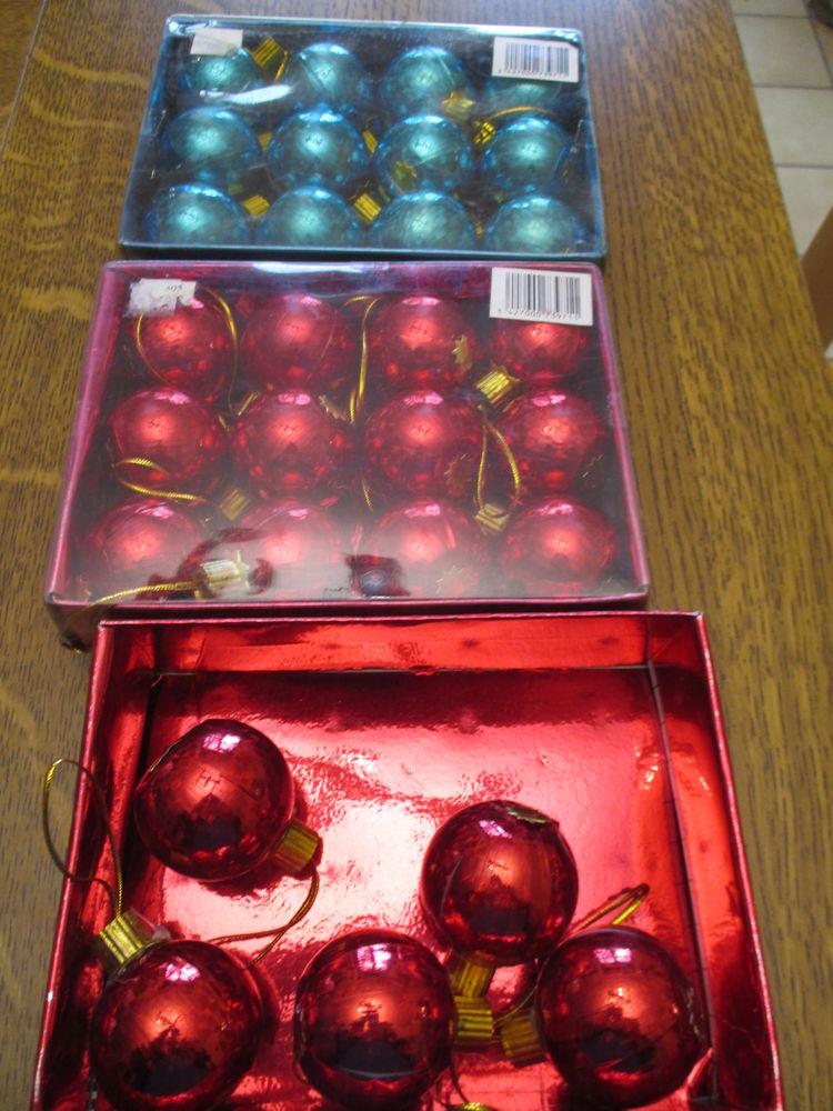 29 boules de noël rouge ou bleue 0 Mérignies (59)