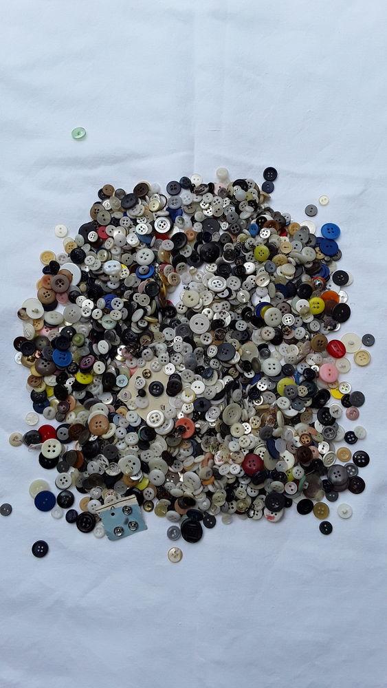Lot de boutons anciens. 12 Saint-Yon (91)