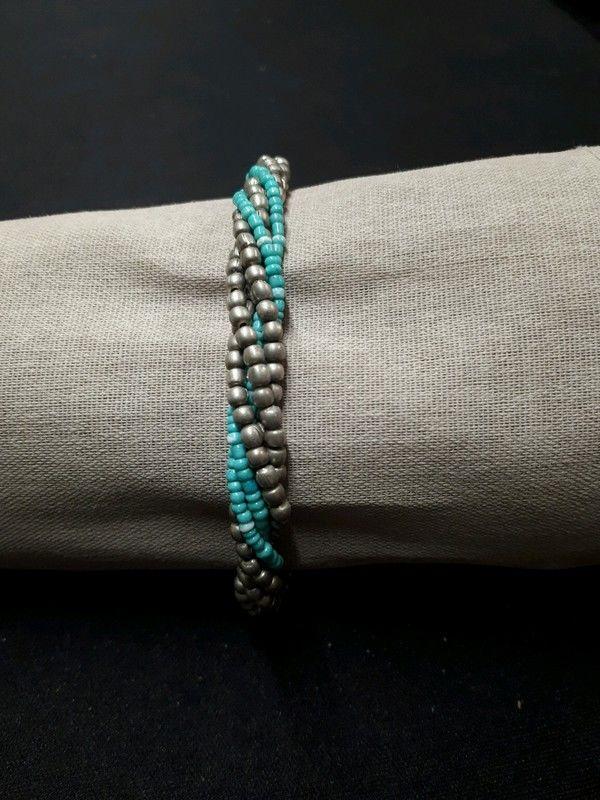 bracelet bleu et argenté 1 La Ferté-sous-Jouarre (77)