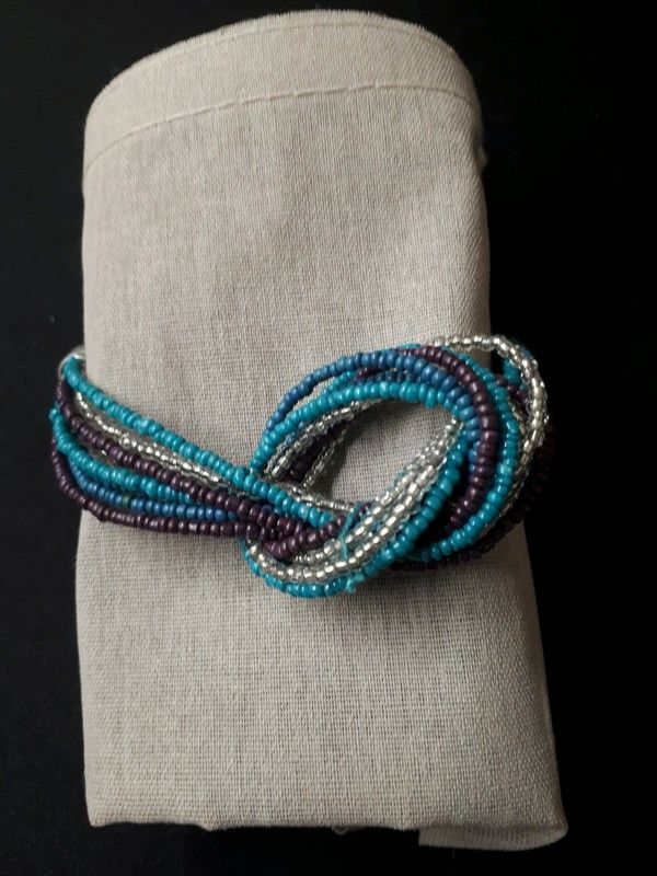 bracelet en perles forme noeud 1 La Ferté-sous-Jouarre (77)