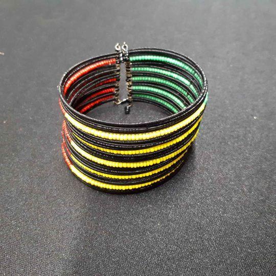 bracelet vert jaune rouge 1 La Ferté-sous-Jouarre (77)
