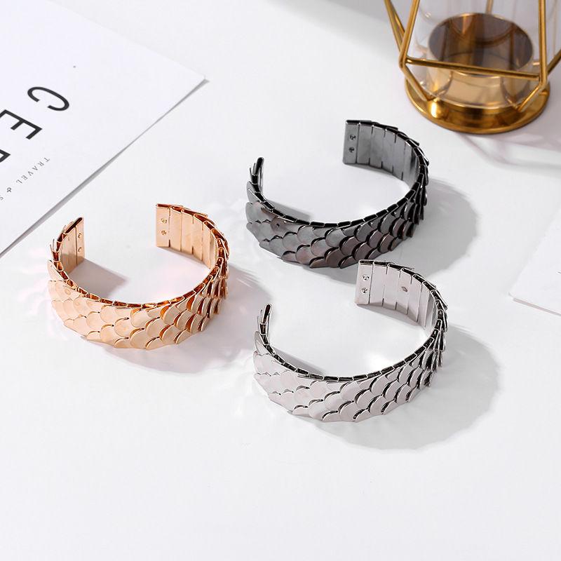 57 bracelets écailles noirs, argent,or 120 La Jaudonnière (85)