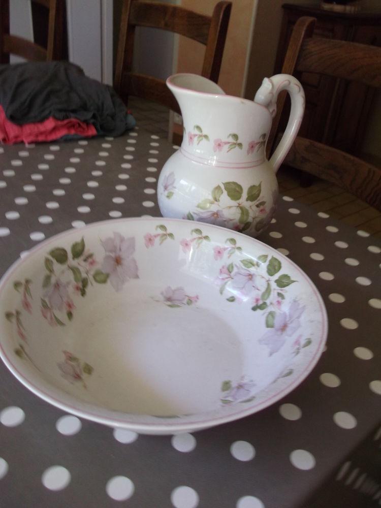 broc porcelaine de Limoges 200 Saint-Lô (50)