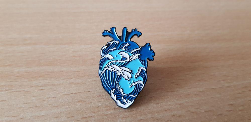 broche badge pins pin's coeur et vague japonaise 5 Carnon Plage (34)