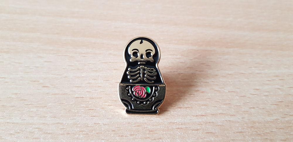 broche badge pins pin's matriochka tête de mort squelette  5 Carnon Plage (34)