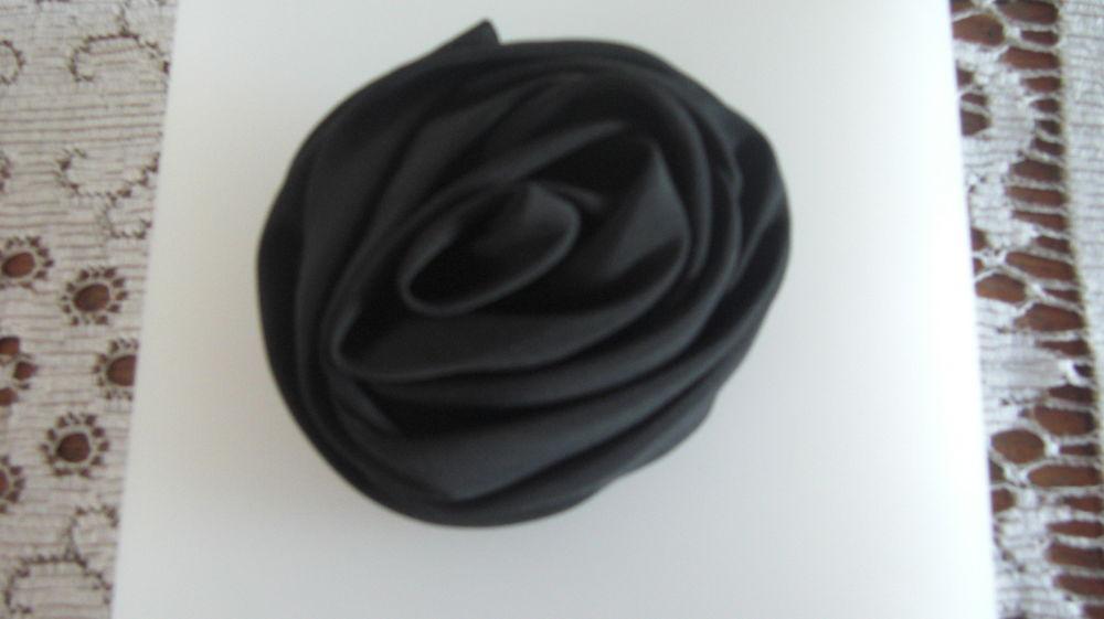 Broche forme fleur en noir 3 Reipertswiller (67)