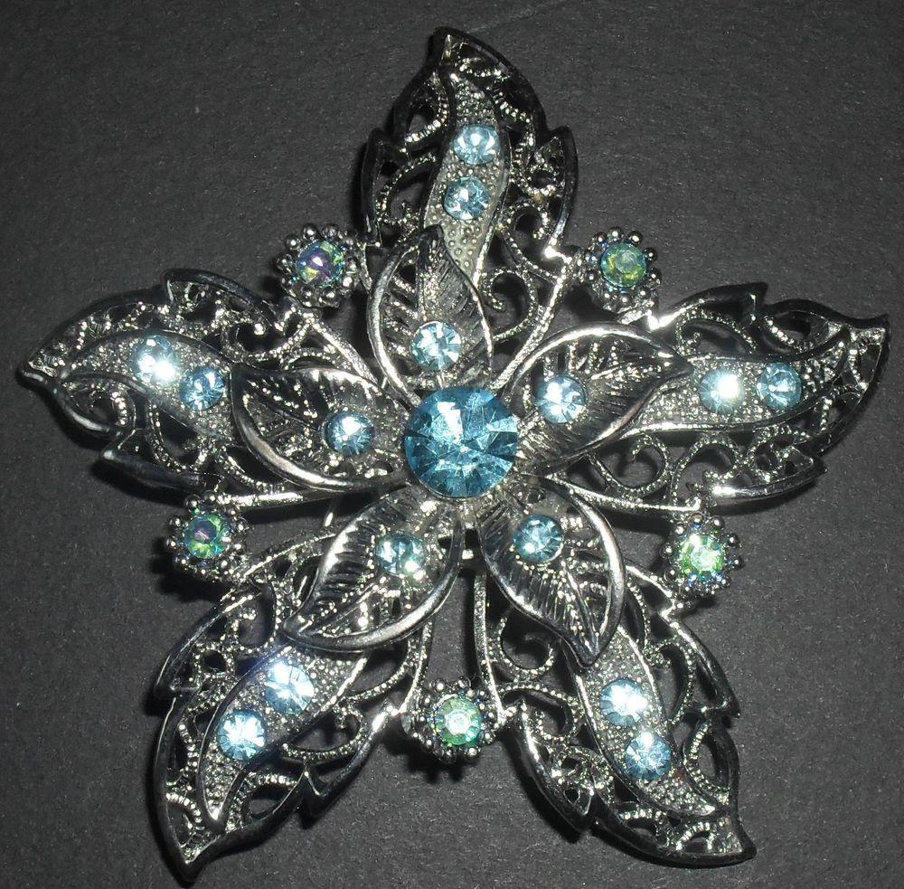 Broche en forme de fleur, Poids: 24 grammes,Diamètre: 6 cm. 45 Montreuil (93)