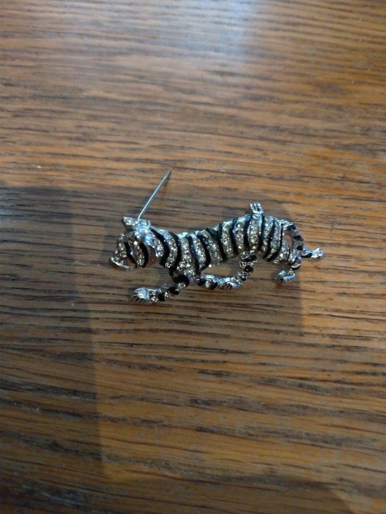 Broche rhodiée tigre laqué noir 10 Épinay-sur-Orge (91)