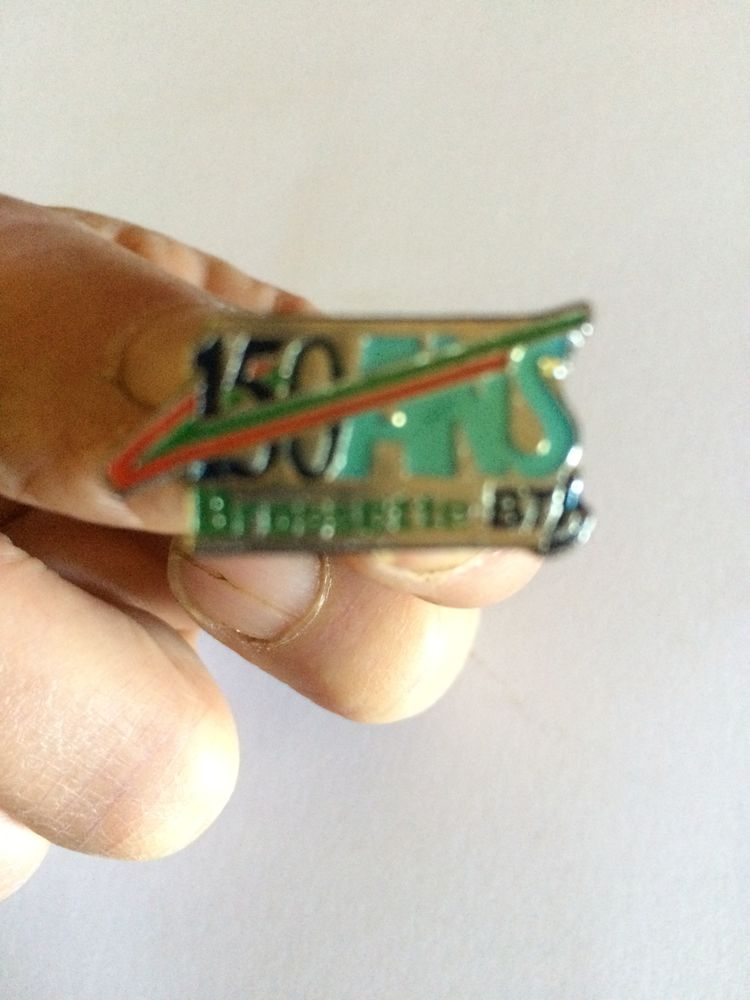 pin's 150 ans Brossette bti 8 Charnay (69)