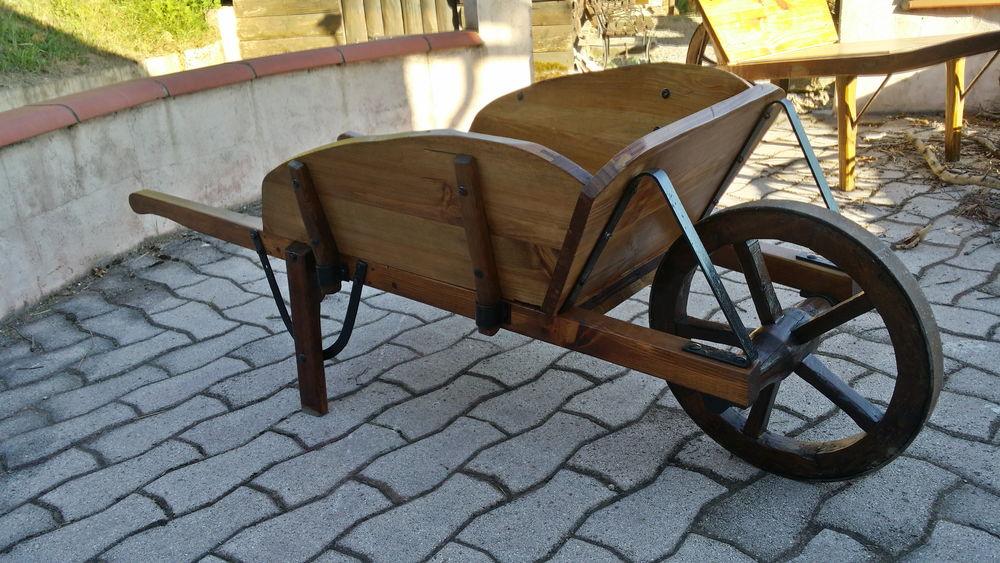 Jardins occasion saint girons 09 annonces achat et vente de jardins paruvendu mondebarras - Brouette bois decorative ...