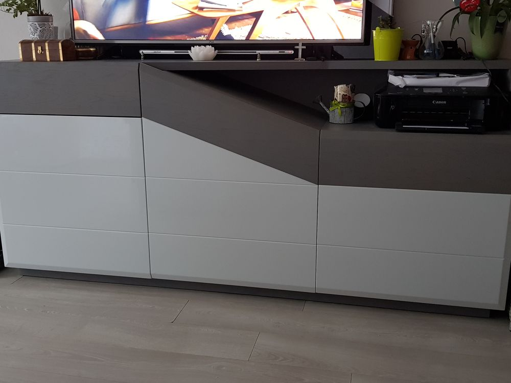 Buffet design ARC, bois plein, 3 portes, très très bon état 1700 Épagny (74)