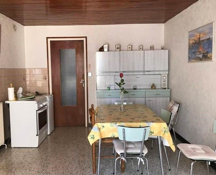 Buffet + table + 6 chaises en formica, excellent état. 400 Toulaud (07)