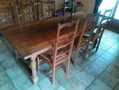 Un <buffet bas et une table. 200 Glonville (54)