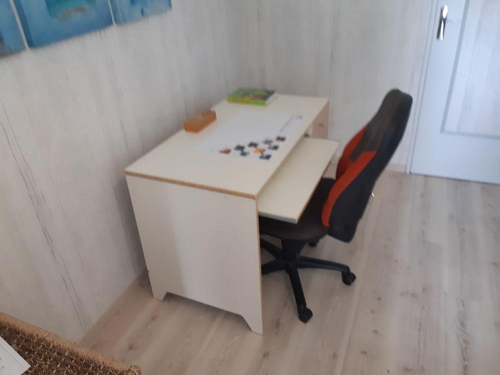 bureau 110x60 cm avec tablette pour clavier + fauteuil 30 Mâcon (71)