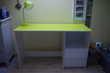 bureau blanc et vert