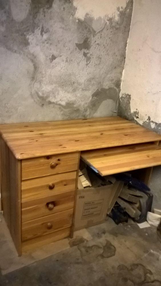 Bureau  bois sapin avec 4 tiroirs cote gauche avec tablette  50 Luzy-sur-Marne (52)
