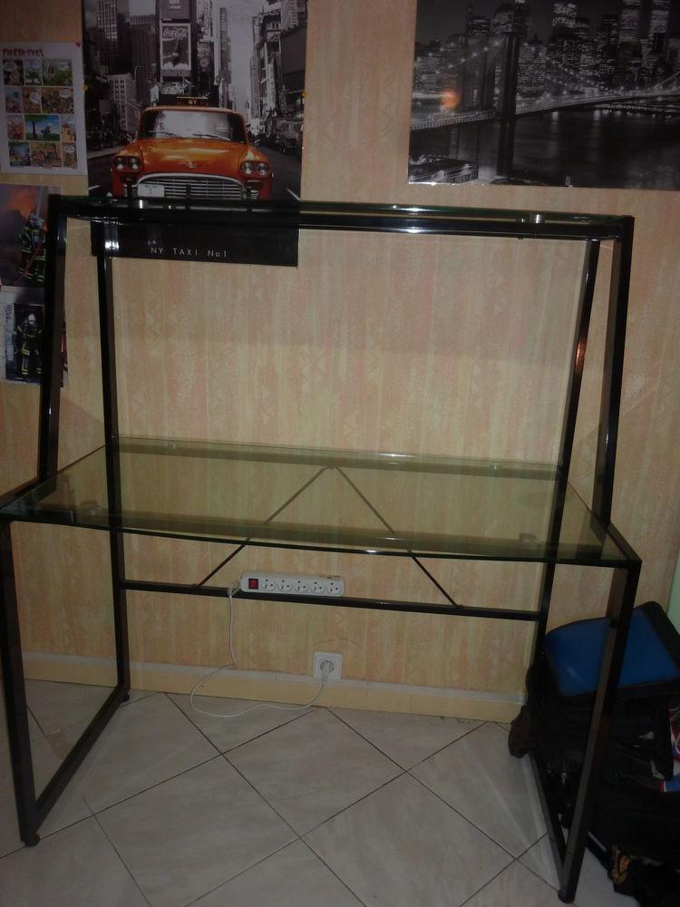 Bureau design moderne   en métal et verre  transparent .  45 La Mulatière (69)