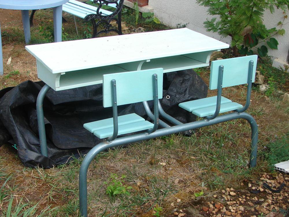 Bureau d'écoliers 2 places en bois et métal. 80 Migné-Auxances (86)